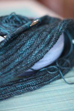 Herringbone stitch pattern. - from The Purl Bee - free