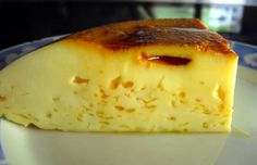 This 4 ingredient Portuguese Molotof flan (pudding) recipe (receita de pudim de Molotof) is very simple and easy to make and makes a delicious light dessert. Lemon Pudding Recipes, Milk Pudding Recipe, Lemon Dessert Recipes, Sweet Recipes, Baking Recipes, Drink Recipes, Pudding Desserts, Portuguese Desserts, Portuguese Recipes