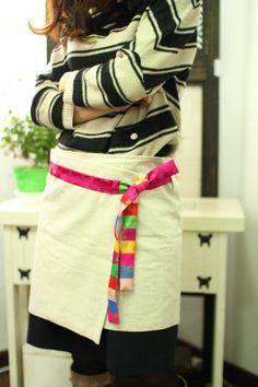 안녕하세요~~컴퓨터라고는 on/off 스위치밖에 누를 줄 모르는 지극히 아날로그적인 조샘입니다.^^앞으로 여... Korean Traditional, Fabric Bags, Color Combos, Smocking, Sewing Patterns, Quilts, Embroidery, Female, Apron