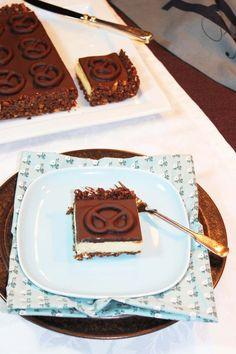 Schokolade trifft Salzbrezel …könnte man auch sagen … Und Erdnuss vereint die Liason♥ Salzbrezel und Schokolade klingt ja irgendwie erst einmal wie Würstchen mit Schlagsahne, oder? ;-…