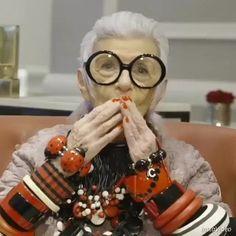 """Um de nossos desejos para 2017 é que essa história de """"você passou da idade para vestir isso"""" vai acabar! Não à toa depois do genderless o ageless está ficando mais forte também. Na #ELLEjaneiro contamos para vocês o que esperamos deste ano na moda. Tudo na matéria """"Bolsa de apostas"""" não deixe de ler! #regram @iris.apfel  via ELLE BRASIL MAGAZINE OFFICIAL INSTAGRAM - Fashion Campaigns  Haute Couture  Advertising  Editorial Photography  Magazine Cover Designs  Supermodels  Runway Models"""