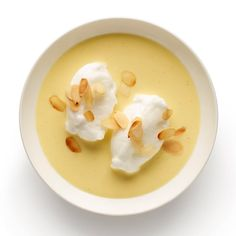 to make the perfect les flottantes les flottantes, or oeufs la neige, are a common French childhood treat.les flottantes, or oeufs la neige, are a common French childhood treat. French Desserts, Just Desserts, Dessert Recipes, Sweet Desserts, Floating Island Dessert, French Meringue, Romanian Desserts, Gastro, British Baking