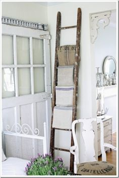 4 Prompt Clever Tips: Shabby Chic Garden Wall shabby chic bathroom purple.Shabby Chic Blue House Gardens shabby chic style old windows.Shabby Chic Home Coffee Tables. Vintage Ladder, Rustic Ladder, Antique Ladder, Deco Champetre, Sweet Home, Diy Casa, Whitewash Wood, Home And Deco, My Living Room