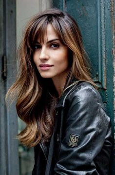 Idée Tendance Coupe & Coiffure Femme 2018 : : 57 Of The Most Beautiful Long Hairstyles with Bangs Highpe Layered Haircuts With Bangs, Hairstyles With Bangs, Pretty Hairstyles, Bangs Hairstyle, Hairstyle Ideas, Makeup Hairstyle, Bangs With Ponytail, Haircut Bangs, Drawing Hairstyles