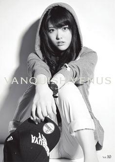 ( *`ω´) ιf you dᎾℕ't lιkє Ꮗhat you sєє❤, plєᎯsє bє kιnd Ꭿℕd just movє ᎯlᎾng. Cute Asian Girls, Pretty Girls, Cute Girls, Matsumura Sayuri, Asian Beauty, Monochrome, Hair Beauty, Teen, Kawaii