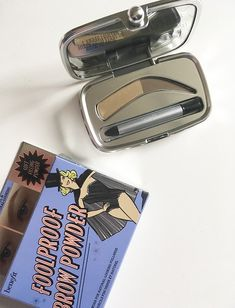 Benefit Foolproof Brow Powder in Light (Review auf Hey Pretty)