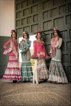 Colección de trajes de flamenca 2015 - Manuela Macías Moda Flamenca Flamenco Costume, Flamenco Dancers, Spanish Dress, Spanish Dancer, Fashion Photo, Boho Fashion, Classy Gowns, Flamingo Dress, Spanish Fashion