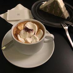 // bn02d // Cream Aesthetic, Aesthetic Coffee, Cute Food, I Love Food, Yummy Food, Coffee Photos, China Tea Sets, But First Coffee, Chocolate Coffee