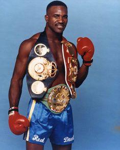 Evander Holyfield (WBA-C WBC-C IBF-C WBA-H WBC-H IBF-H 44-10-2 USA)
