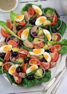 Salade Nicoise with Divine Dijon Dressing Summer Recipes, Great Recipes, Favorite Recipes, Healthy Salads, Healthy Eating, Healthy Recipes, Delicious Recipes, Salad Bar, Soup And Salad