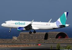 Airbus A320-214 aircraft picture