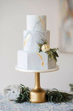 Gold Wedding Cakes elegant blue and white wedding inspiration Beautiful Wedding Cakes, Beautiful Cakes, Dream Wedding, Trendy Wedding, Modern Wedding Cakes, Modern Cakes, Modern Wedding Ideas, Unusual Wedding Cakes, Perfect Wedding