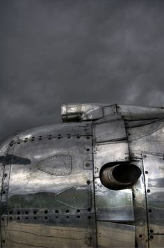 Sheet metal looking good Image Avion, Photo Avion, Harley Davidson, Air Space, Aviation Art, Aviation Industry, Sheet Metal, Dieselpunk, Shades Of Grey