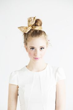 This looks is so fresh and young! I love how there is a gold sequence bow on her bun!