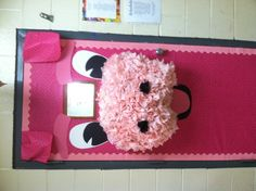 Pig door for the classroom! Love pigs...this is adorable!!!