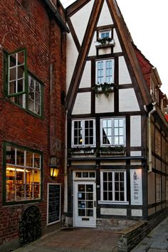 Schnoor (Old Town), Bremen, Germany Beautiful Buildings, Beautiful Places, Hamburg Germany, Bremen Germany, Architecture Old, Central Europe, Modern Country, Germany Travel, Old Town