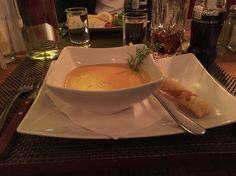 """Min forrett """" #hummersuppe """"  Ut å ha en fin kveld med min kjærest på Det Gullet Huset i Linköping Sverige. Har jeg bestilt den rett før det deilige hovedretten som jeg har forventa ... namm !"""