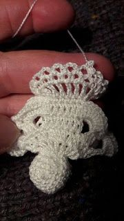 Angyalka horgolás: HORGOLT TÉRBELI ANGYALKA RÉSZLETESEBB FOTÓKKAL Crochet Christmas Decorations, Christmas Crochet Patterns, Christmas Crafts, Xmas, Christmas Ornaments, Crochet Doll Tutorial, Crochet Angels, Crochet Leaves, Woodland Christmas