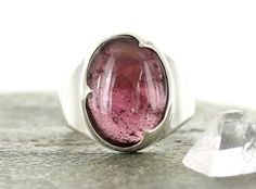 Idée et inspiration bague:   Image   Description   Garnet silver ring. Size 7.5. Natural stone