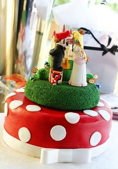 Very well-done Mario and Peach cake