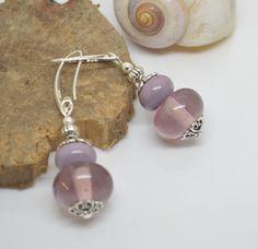 Boucles d'oreilles perles de verre filé au chalumeau mauve parme crochets en ARGENT 925 : Boucles d'oreille par liloo-creations