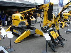 Brokk 260。ヨーロッパなどに拠点を置くBrokkによって設計されたロボット。建設現場にて解体作業などをサポートすることに対応する設計とのこと。様々なアタッチメントを装着することで状況に応じた運用を行える。重量は3050kg。 pic.twitter.com/f29lvrv3Li