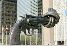 ARMAS: CUANDO LA DESIDIA SE TRANSFORMA EN COMPLICIDAD   Armas cuando la desidia se transforma en complicidad La Red Argentina para el Desarme (RAD) manifiesta su profunda preocupación por la falta de políticas activas que pongan freno a la peligrosa proliferación de armas de fuego en el seno de la sociedad. Cada día las crónicas de sucesos dan cuenta de crímenes causados por armas de fuego en manos de personas que las usan para delinquir. Pero en los últimos 15 días ésta situación llegó a…