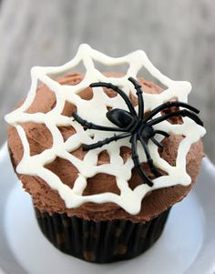 Fashion meets Food: Spider Web Cupcakes