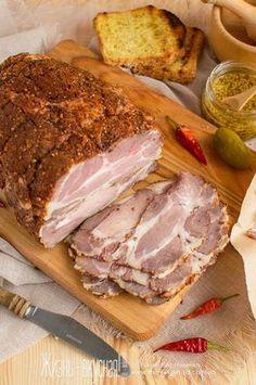 Богатая штуковина – эта пастрами ! Замечательно подойдет к любому праздничному столу для мясной тарелки, да и для ежедневного меню вещь очень замечательная, так как быстрые и сытные мясные перекусы с ней готовятся на раз-два-три. Хлеб или лаваш , пита , какой-нибудь соус, немного овощей…