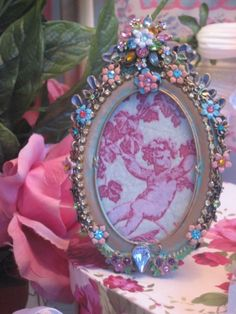 Sweet jeweled frame. Don't like the flowers, but still beautiful