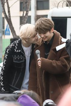 Chan and Lee Know Stray Kids Minho, Stray Kids Chan, K Pop, Kid Memes, Wattpad, Crazy Kids, Shorty, Oui Oui, Soyeon