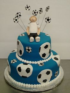 soccer cake blue be green and soccer balls be black. Guy be girl and year on shirt/ team name Cute Cakes, Pretty Cakes, Beautiful Cakes, Amazing Cakes, Fondant Cakes, Cupcake Cakes, Fete Vincent, Soccer Birthday Cakes, Soccer Cakes