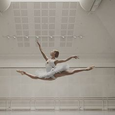 Iana salenko Dance It Out, Dance With You, Dancing In The Rain, Ballet Pictures, Dance Pictures, Dance Poses, Ballet Photography, Ballet Beautiful, Ballet Dancers