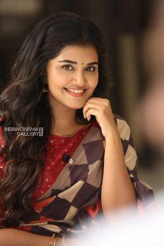 Anupama Parameswaran interview stills (28)