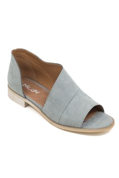 The ever popular Barrow flat in open toe form! Gimme gimme gimme.