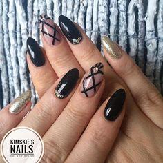 ✨ Full set ✨ . #kimskienails #gelnails #gel #nails #nailart #nailpolish #hudabeauty #black #photography #art #skittlette #girlynailsdeluxe #nailtech #nailfeature #nailsoftheday #nails2inspire #tagsforlikes #nailsofinstagram #nails4yummies #weloveyournailart #naillove #nailsdone #nailswatch #prettynails