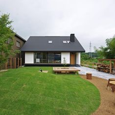 Japan Modern House, Modern Barn House, Modern Minimalist House, Tiny House Cabin, Cabins And Cottages, Home Room Design, Dream House Plans, Japanese House, Architect Design