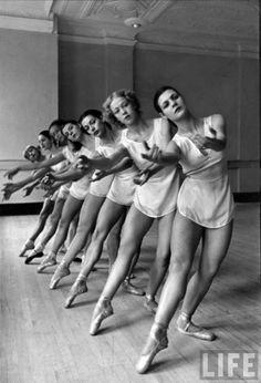 Alfred Eisenstaedt - George Balanchine's School of American Ballet, 1936. S)