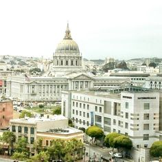 #SanFrancisco San Francisco City Hall celebrates 100 year anniversary this year! Its dome is the 5th largest dome in the world. Amazinly beautifil!  #friendlylocalguides #sanfran #sf #cityhall #urban #archutecture #sanfranciscotour #california #sanfranciscotours