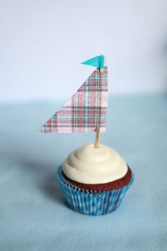 Sailboat cupcakes! So cute for summer parties!