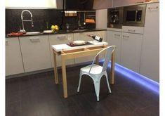 Mesa pequeña y estrecha para espacios reducidos nordica 3.6 en madera de haya blanqueada y blanco