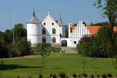 Lindenborg Slot og Gods 17 km sydøst for Aalborg