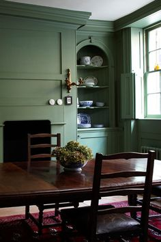 Dinning room dramatic colour schemes for intimate atmosphere perfect for entertaining wall decor wall paint colour s Farrow Ball, Dining Room Colors, Dining Room Design, Room Paint Colors, Dining Rooms, Green Dining Room Paint, Green Painted Rooms, Painted Walls, Design Kitchen