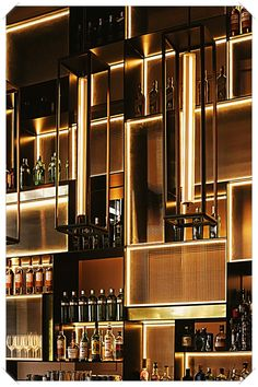 Who says that you need a lot of money to make a bar in your house? These beautiful cocktail bar interior ideas will help you make the coolest bar without spending all of your savings. Design Hotel, Design Bar Restaurant, Deco Restaurant, Bar Interior Design, Cafe Design, Restaurant Ideas, Design Design, Design Suites, Display Design