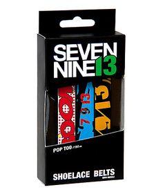 Warum nicht mal Schnürsenkel als Gürtel nutzen, dachte sich das Label Seven Nine13 und kreierte diese coolen Shoelace Belts mit praktischem Verschlusssystem.    Merkmale:  - 3 brandneue 7/9/13 Shoe Lace Belts mit coolem Design  - Maße: 134 cm x 1,50 cm  - 3 Shoelace Belts Verschlüsse um den Gürtel einfach und schnell zu schließen und zu öffnen   - 3 Pro Clips für noch mehr Halt