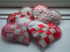 I am participating in a christmas ornament swap and have started tracing my steps from last year - I am again going for the scandinavian, woven hearts, and I am searching for the perfect fabric for them. Tend to go for the dotted one, I think...