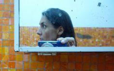 Sara Maneiro es Licenciada en Comunicación Social de la UCAB. Se inició en la fotografía en el taller Manoa con Ricardo Armas en 1984.  Realizó una maestría de Arte en Fotografía en Nueva York. Su obra ha sido expuesta individualmente en la 80 Washington Square Gallery, Nueva York y la Sala Mendoza, Caracas. La obra de Sara muestra la consecuencia de la agresión a la que está expuesto el hombre y revelan la relación entre el cuerpo inerte y los objetos con la muerte.