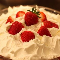 Sabby In Suburbia: It's Strawberry Time: Strawberry Angel Food Trifle Soft Sugar Cookie Recipe, Soft Sugar Cookies, Cookie Recipes, Sweets Recipes, Yummy Recipes, Angel Cake, Angel Food Cake, Köstliche Desserts, Summer Desserts