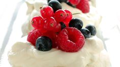 pavlova oppskrift til Pavlova, Panna Cotta, Raspberry, Cheesecake, Pudding, Fruit, Ethnic Recipes, Desserts, Food