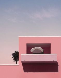 I Immortalized My Summer Memories In Dreamlike Minimalist Pictures Image Deco, Minimal Photography, Aesthetic Photography Pastel, Urban Photography, Minimalist Architecture, Summer Memories, French Photographers, Pink Houses, Everything Pink